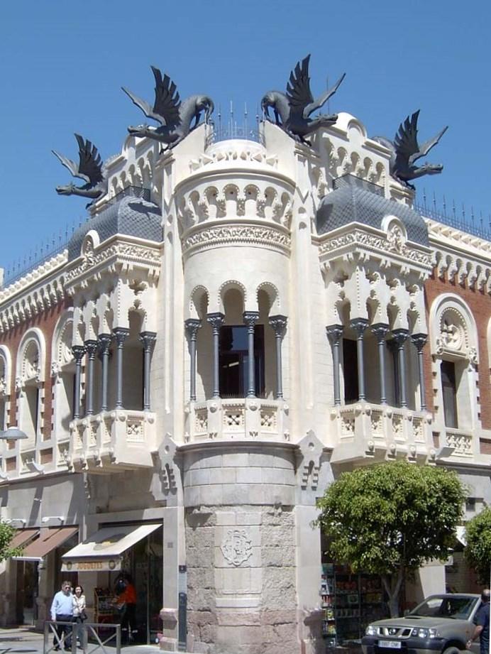 Casa de los dragones edificios de ceuta gu a tur stica for Casa de los